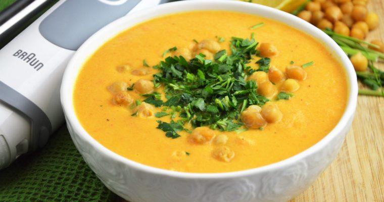Wegańska i prosta zupa krem z pieczonych marchewek i ciecierzycy – czyli zupa hummusowa