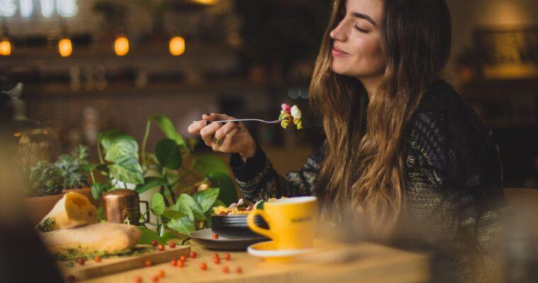 Co jeść na kolację w lato – 15 pomysłów najlepsze i najłatwiejsze sezonowe dania