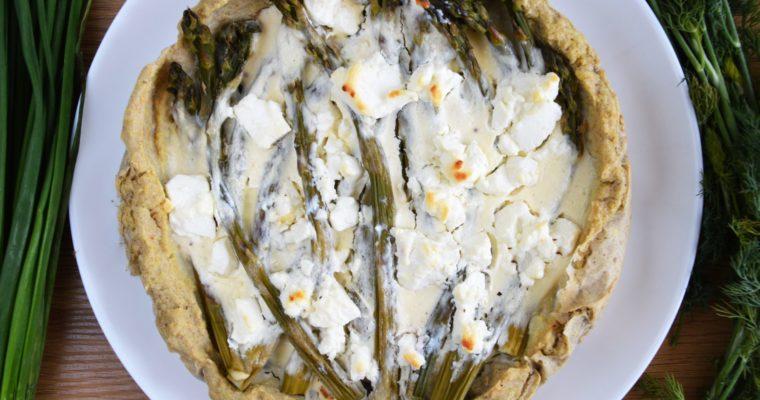 Tarta z kaszy jaglanej ze szparagami i fetą – mega zdrowa i przepyszna