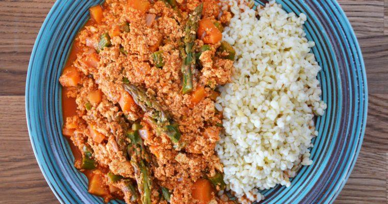 Mielone tofu ze szparagami – ekspresowy zdrowy wegański obiad