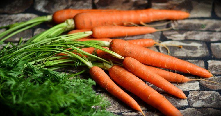 Dlaczego warto jeść sezonowo – 4 zalety jedzenia sezonowych warzyw i owoców