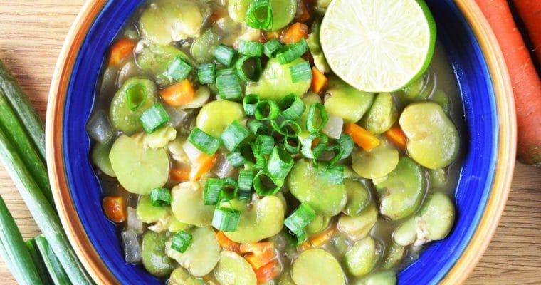 Wegańskie zielone curry z bobem – pikantne, łatwe i pyszne