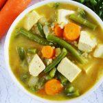 Orzechowa zupa z fasolką szparagową i tofu - wegańska i zdrowa