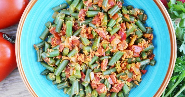 Kokosowa fasolka szparagowa w pomidorach – idealne wegańskie danie lub przystawka