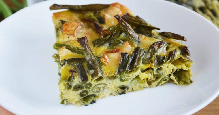 Pieczona frittata z fasolką szparagową i serem camembert – wegetariańska, najłatwiejsza i najlepsza