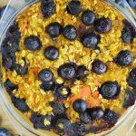 Pieczona dyniowa owsianka z borówkami - wegańskie śniadanie idealne na koniec lata