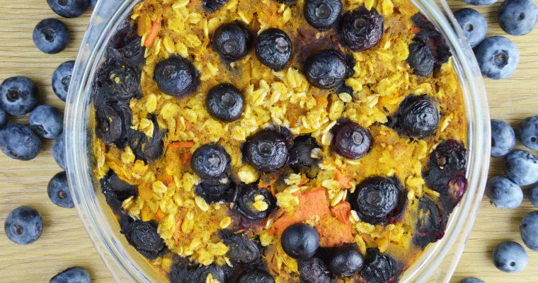 Pieczona dyniowa owsianka z borówkami – wegańskie śniadanie idealne na koniec lata