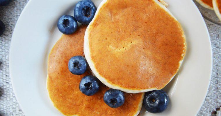 Puszyste sernikowe placki na białkach – lekkie, dietetyczne i pyszne