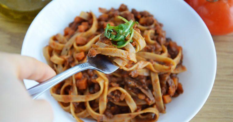 Idealne wegańskie tagliatelle bolognese, czyli włoskie roślinne tagliatelle z soczewicą